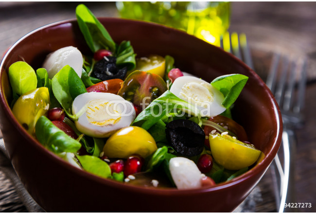 Salad with cherry tomatoes, quail eggs and mozzarella 64239