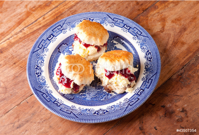 three scones on the plate 64239