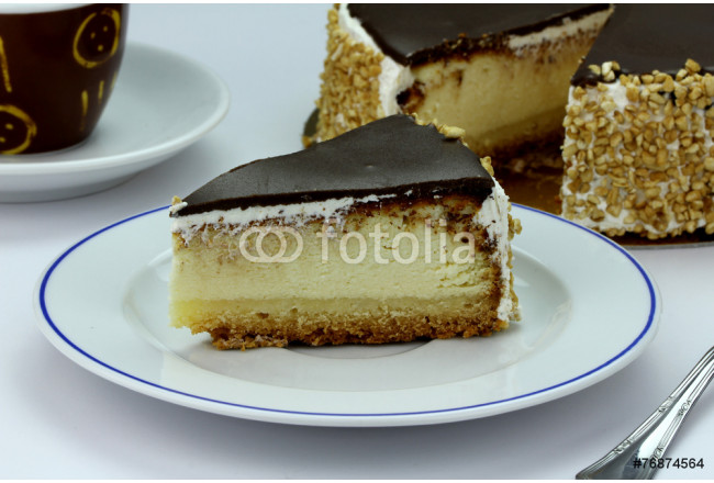 Delicious cheesecake with chocolate icing 64239