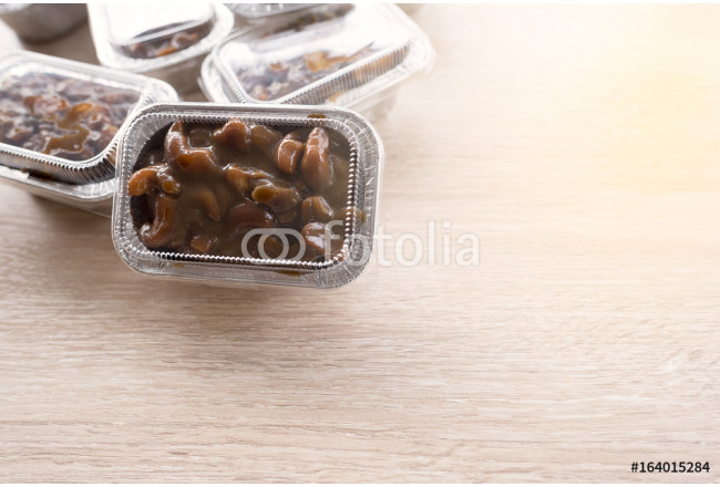 Cashews nut toffee cake in foil cup package 64239