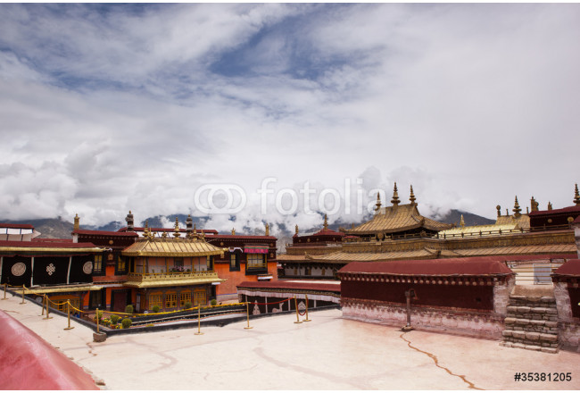Golden roof in Jokhang Temple 64239