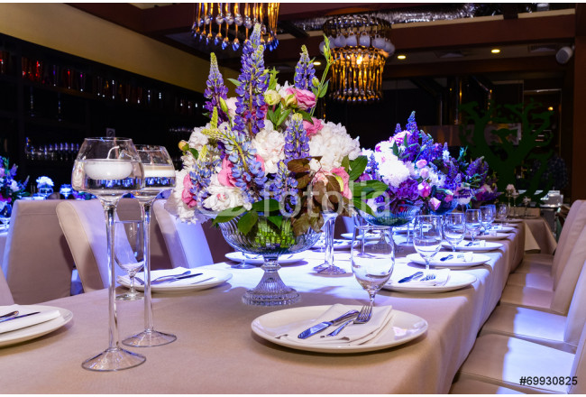 wedding flowers on the table 64239