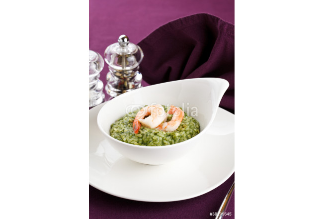 Bild auf Leinwand Risotto with greens and prawns 64239