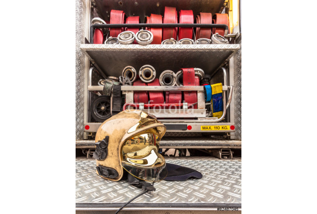 Painting Modern Golden Fire Brigade Helmet with Hoses 64239