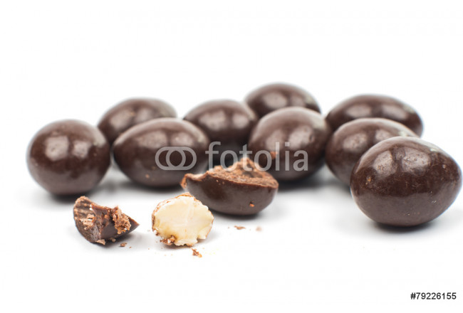 almonds in chocolate 64239