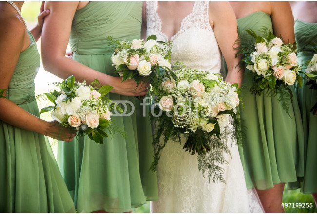 Bridesmaids and brides with beautiful green, pink and white rose 64239