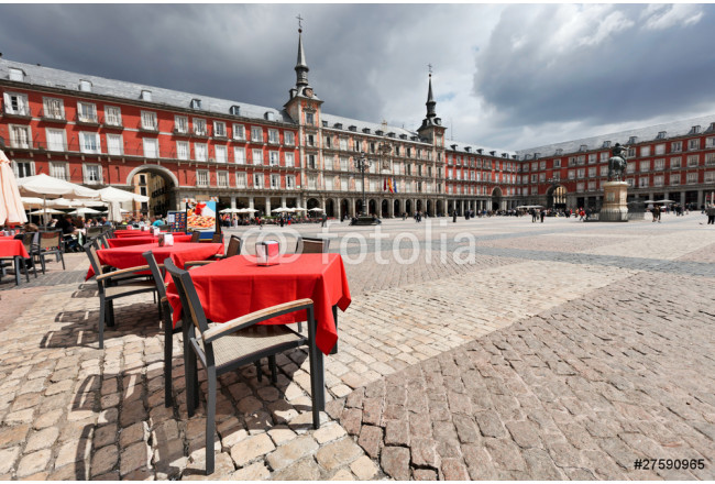 Cafe tables with red tableclothes in Plaza Mayor. Madrid. 64239