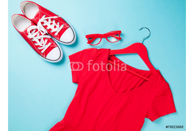 gumshoes with white shoelaces and glasses with dress 64239