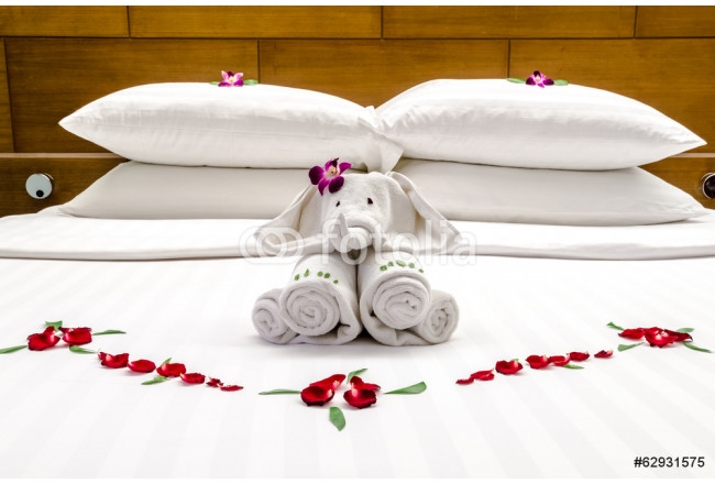 Bed decoration with red flowers and elephant 64239