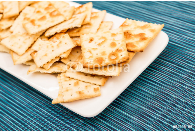 Crackers on a plate. 64239