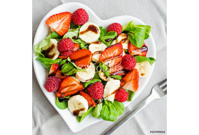 Fruit salad with salad greens 64239