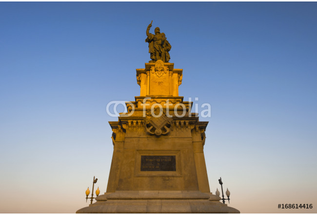 Monument to Roger of Lauria (an Aragonese admiral of the XIII century) in sunset rays, located in Tarragona, Spain 64239