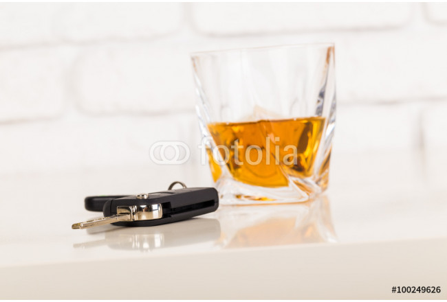 Car keys and alcoholic drink 64239