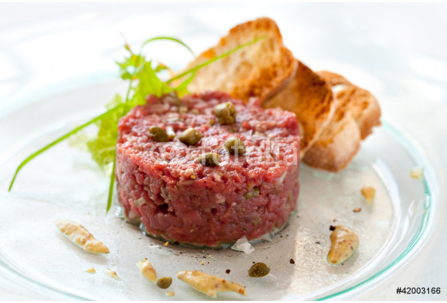 Beef tartar with capers 64239