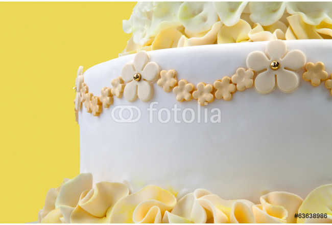 Wedding cake with yellow flowers 64239
