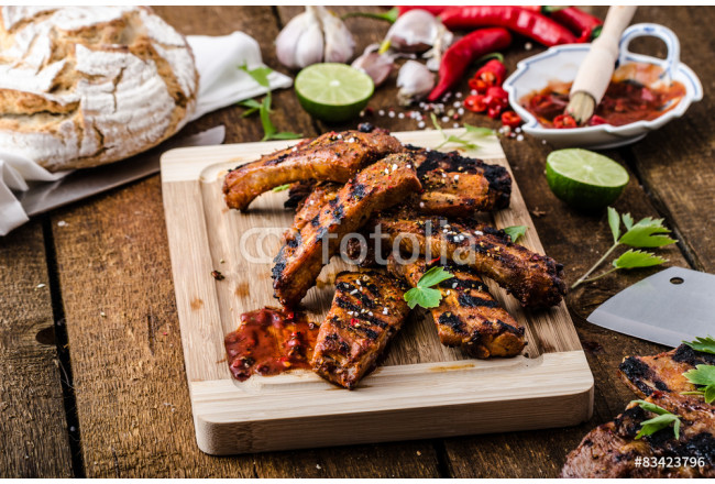 Grilled Spareribs in spicy marinade with beer and rustic bread 64239