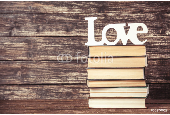 Obraz nowoczesny Word love and books on wooden table. 64239