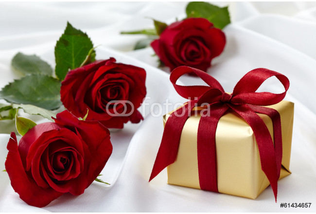 Gift box and roses 64239