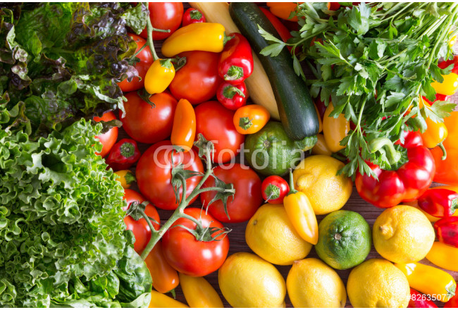 Obraz nowoczesny Fresh Organic Vegetables on Top of Wooden Table 64239