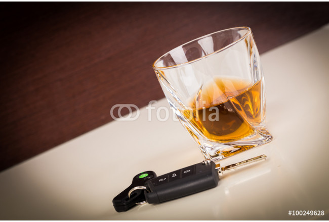 Obraz nowoczesny Car keys and alcoholic drink 64239