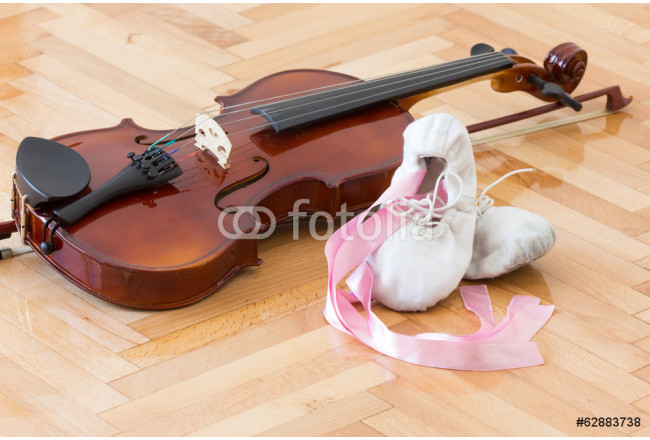 Ballet slippers and violin 64239