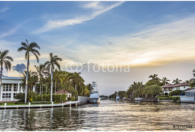 luxurious waterfront homes and yachts at the canal in Fort Laude 64239