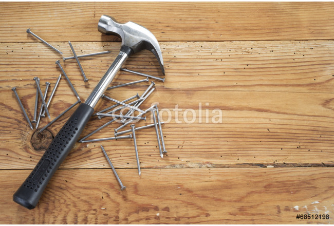 Obraz nowoczesny hammer and nails on wooden background 64239