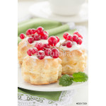 Puff pastry with cream and currant. 64239