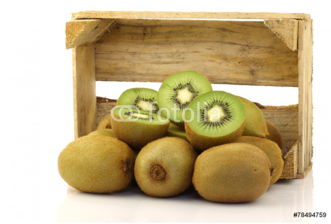 green kiwi fruit in a wooden box on a white background 64239